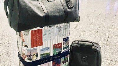 Зачем клеить стикеры на чемодан
