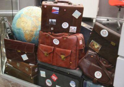 стикеры и наклейки на чемодан
